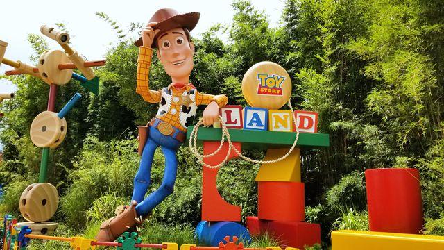 delish-disney-toy-story-land-001-1530795095